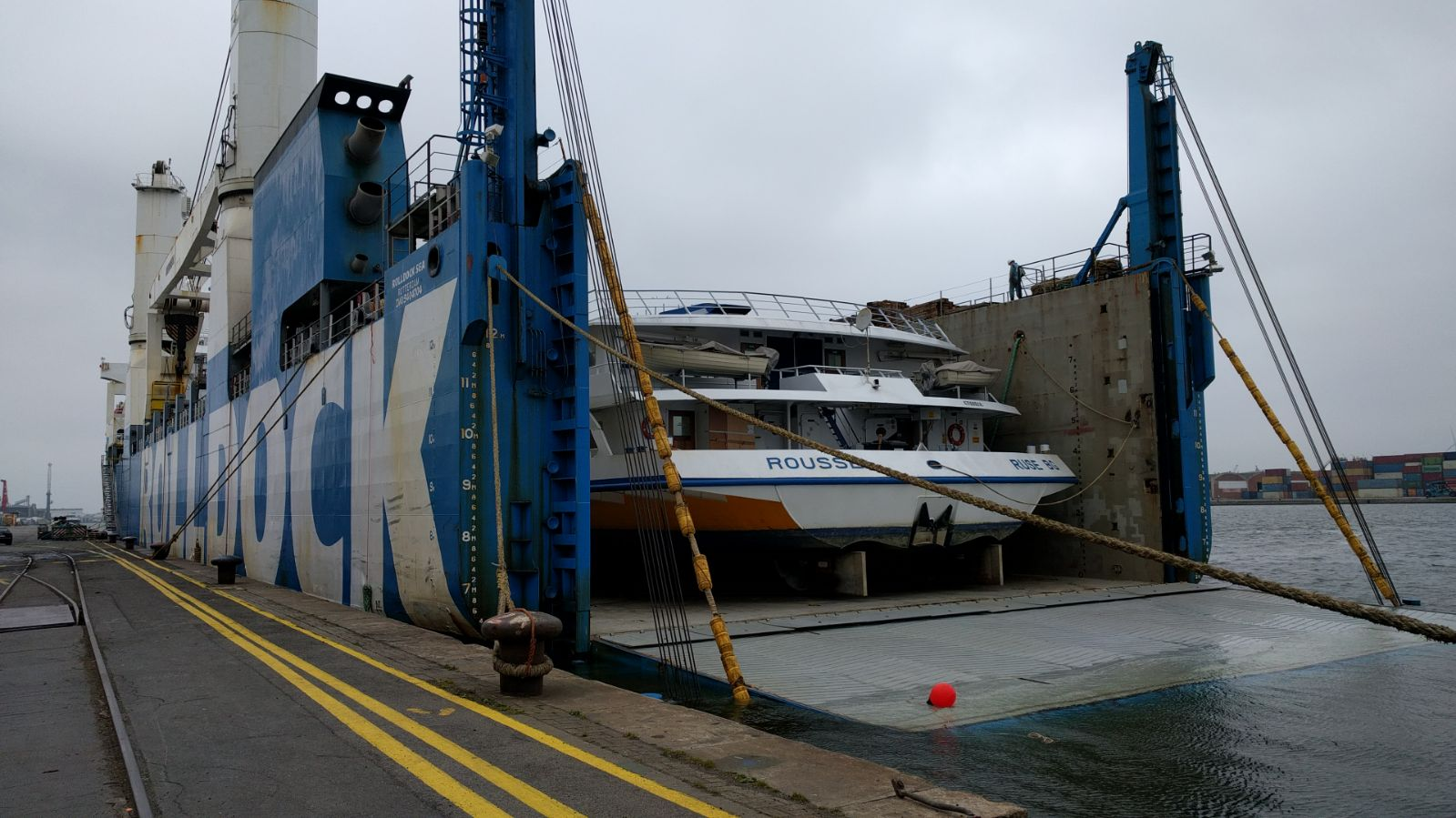 Discharging river cruise vessel EX Semi submersible vessel MV ROLLDOCK SEA
